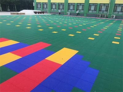 学校悬浮地板安装