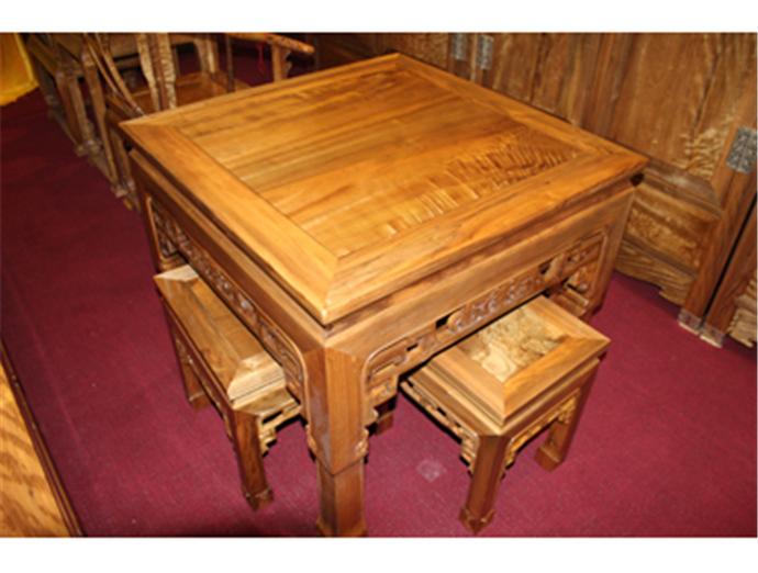 金丝楠木餐桌价格