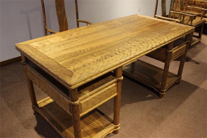 金丝楠木虎皮办公桌