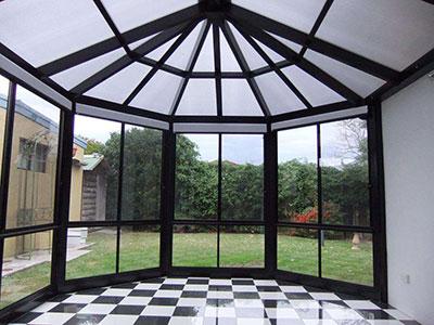 钢架玻璃房造价