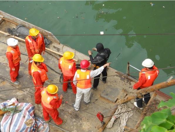水下打捞货物