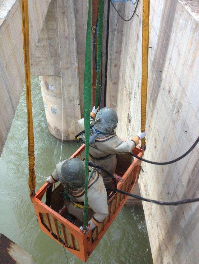 水下设备安装