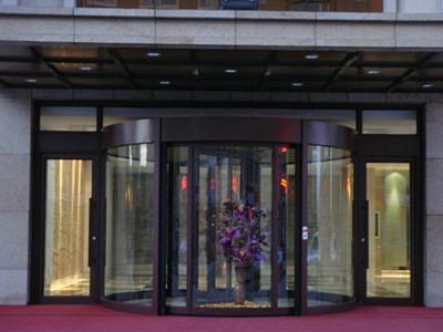 酒店旋转门