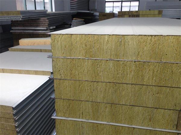 紅安岩棉彩鋼板廠家