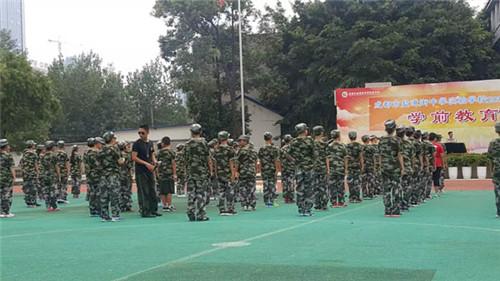 中学生军训活动