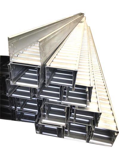 大跨距桥架安装