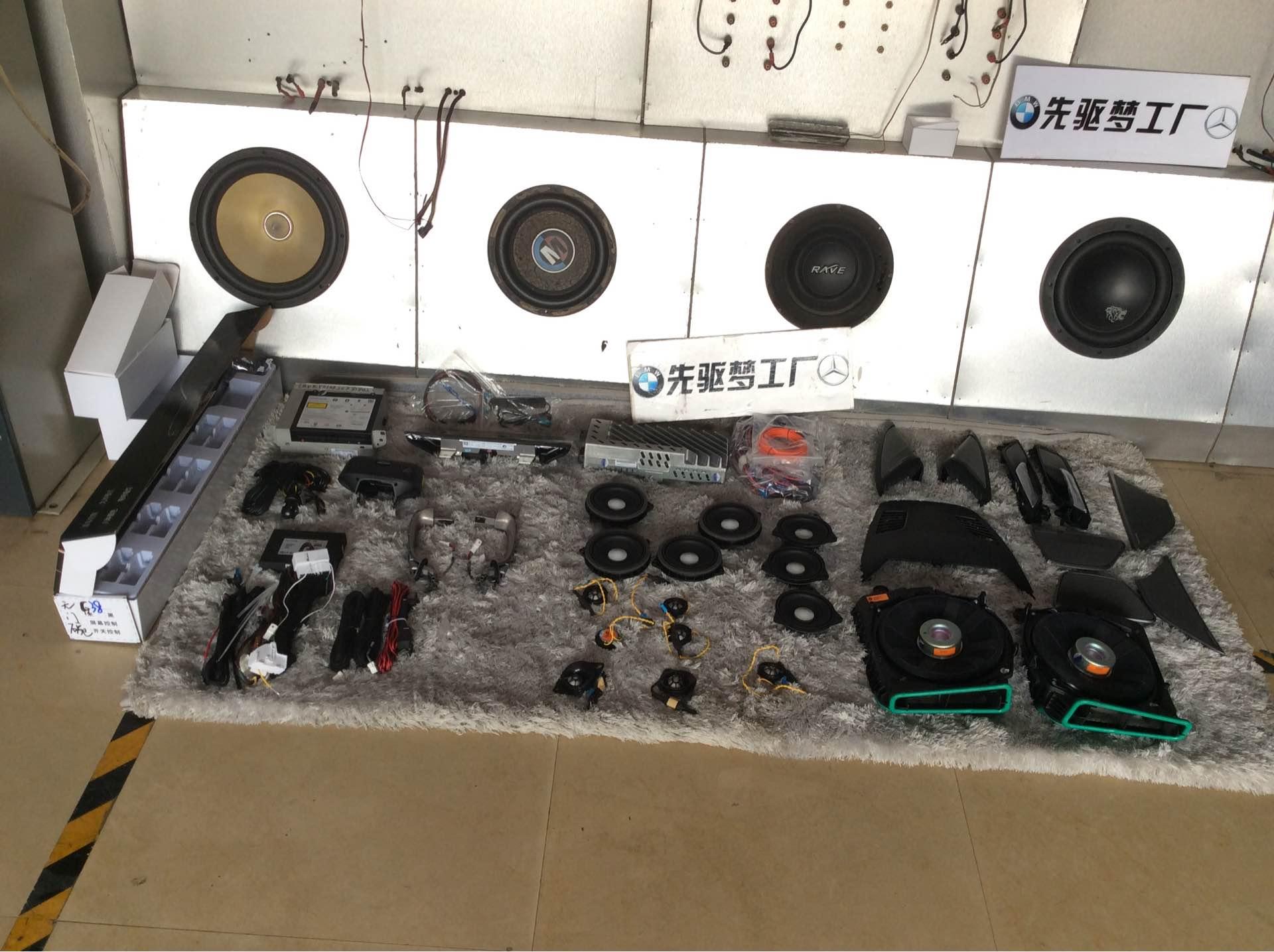 宝马新5哈曼16件套、舒适进入、11色氛围灯、大屏主机