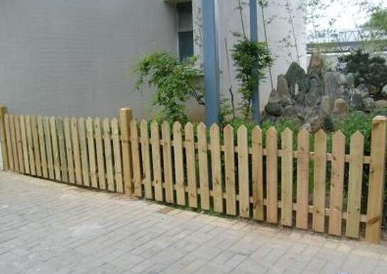 毕节防腐木栅栏