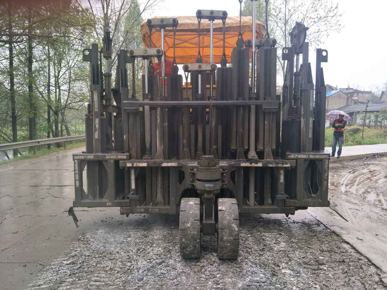 多锤头混凝土路面破碎机