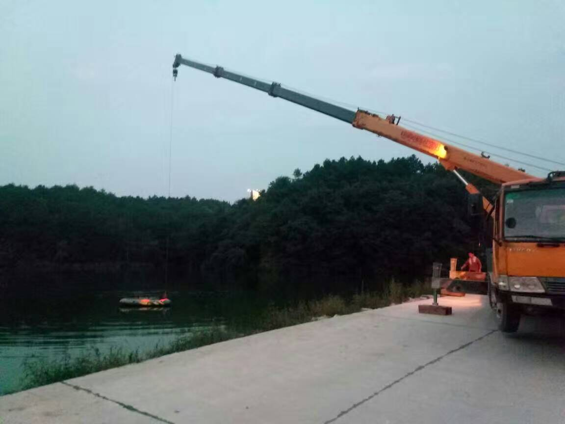贵州贵州吊车24小时服务