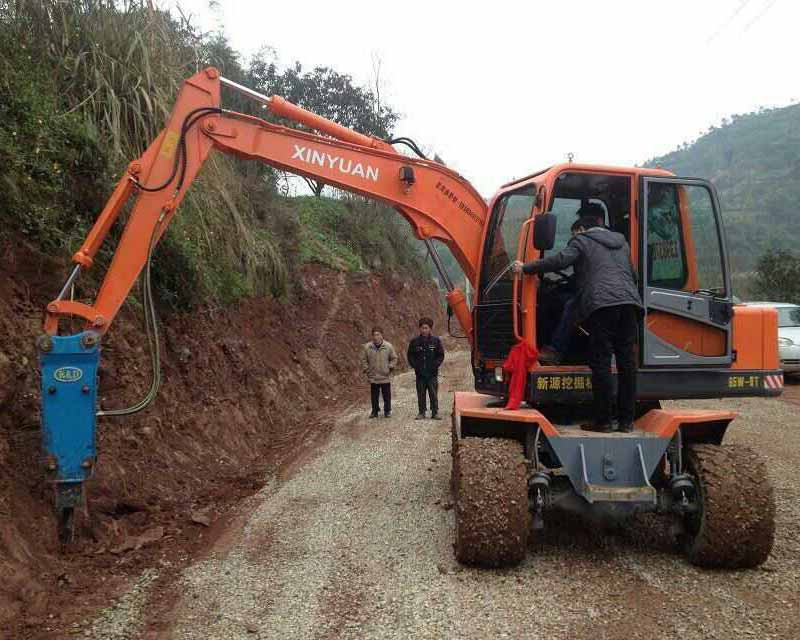 带松土器挖掘机