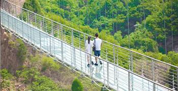 河北玻璃吊桥景区