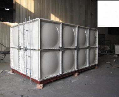 长方体银色玻璃钢水箱