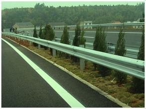 贵州高速公路护栏安装维护