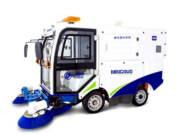 新型干湿两用型清扫车