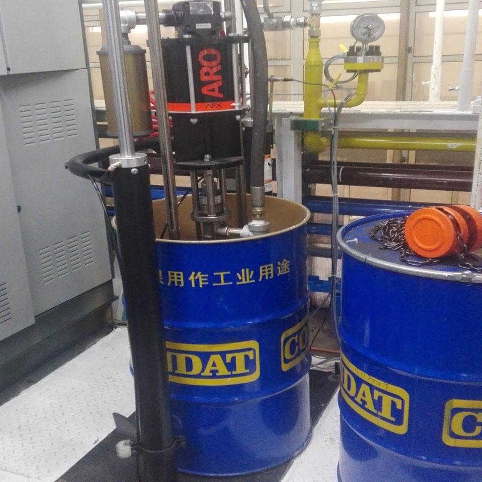 盾尾油脂压住泵
