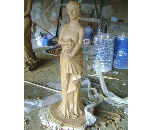 美女雕塑品