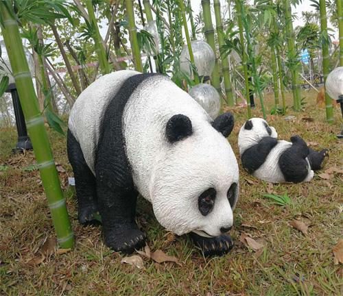 熊猫雕塑品