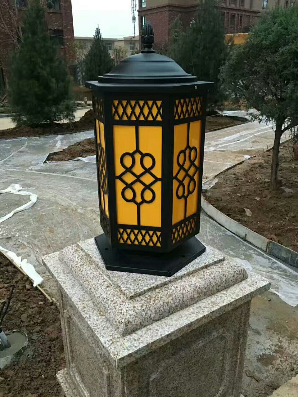树脂玻璃钢艺术柱头灯
