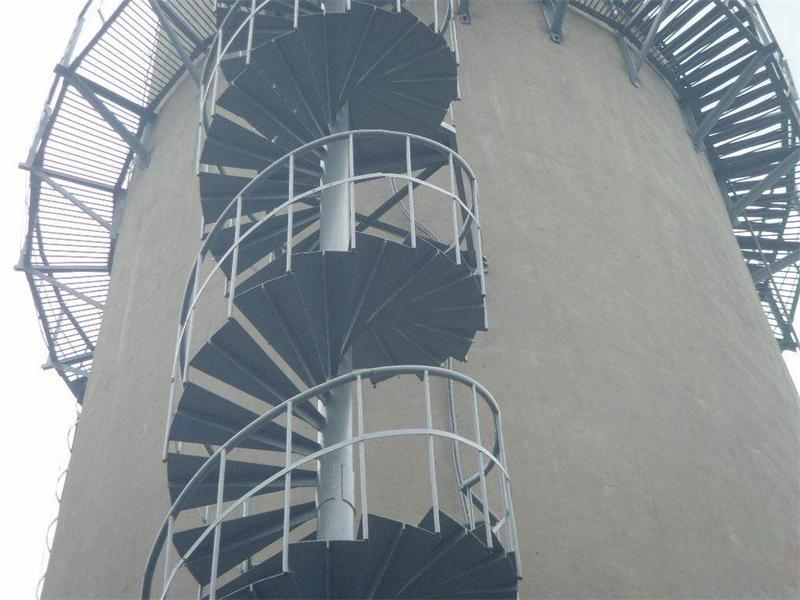 烟囱旋转爬梯