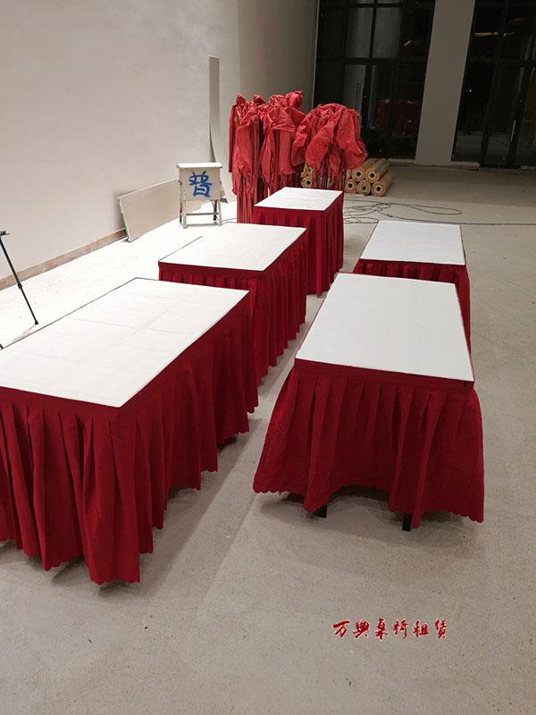 红色条桌条椅租赁