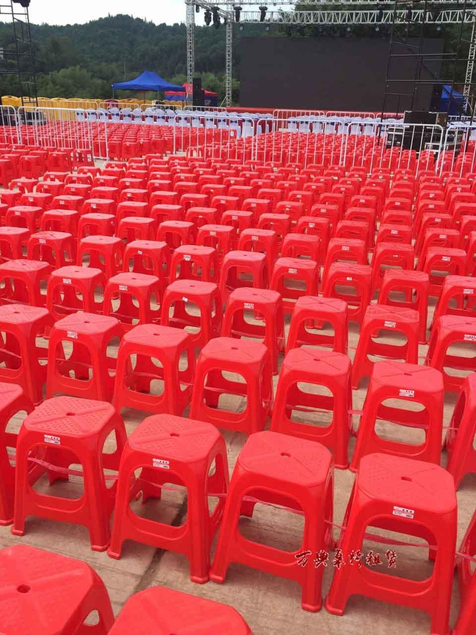 红色塑料方凳