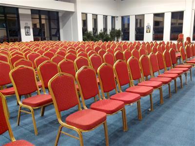 企业公开讲课桌椅租赁