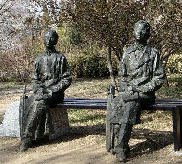 黔东南人物圆雕