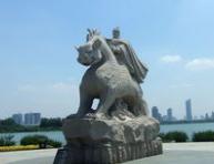 景�^雕塑