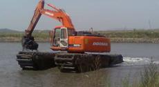 两栖水陆挖掘机