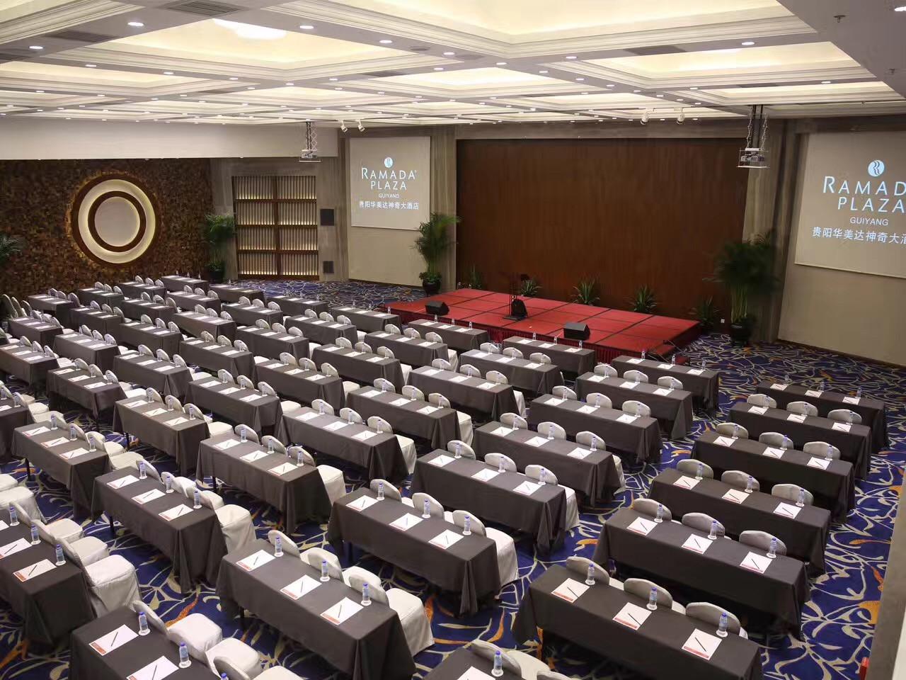 华美达会议室