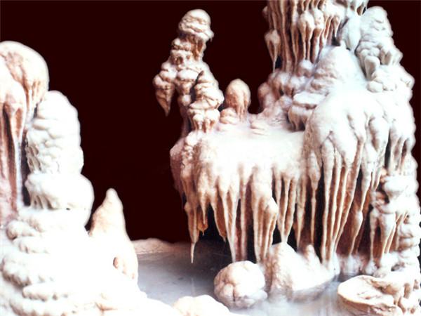 钟乳石室内假山