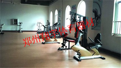 健身器材室内