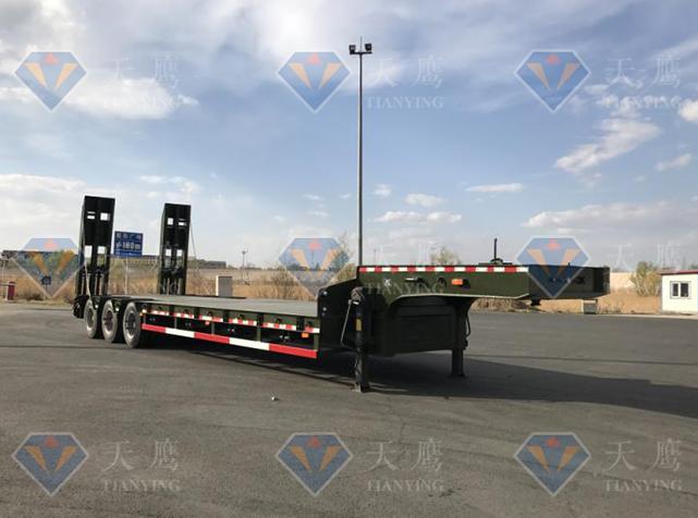 低平板运输车