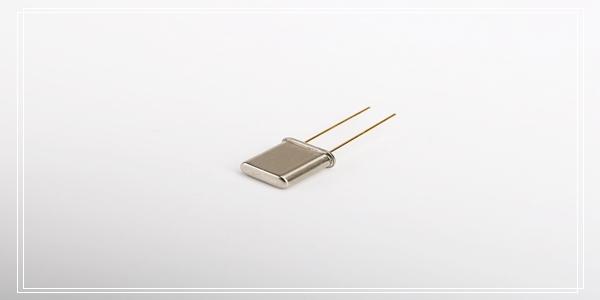 小公差晶体谐振器