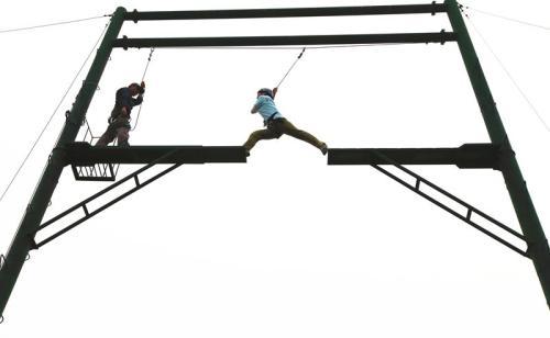 户外拓展训练基地:高空断桥