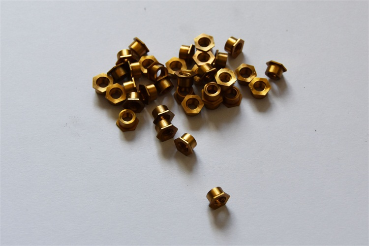 通孔压铆铜螺母