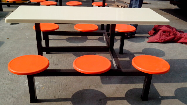 连体餐桌椅
