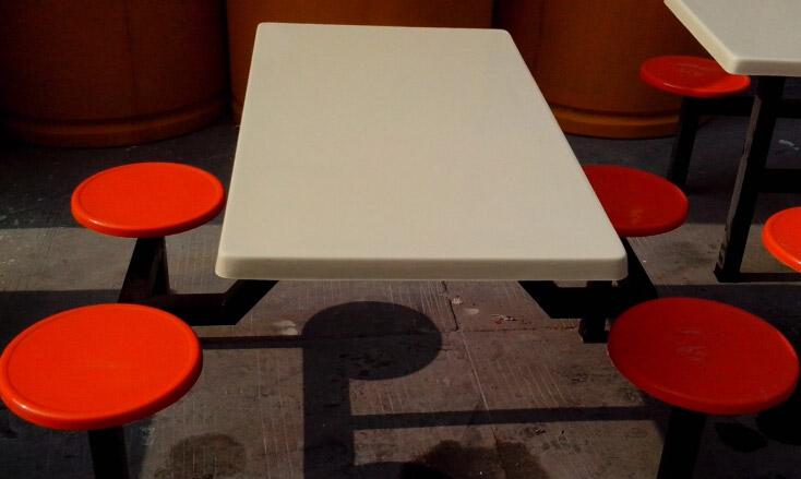 食堂玻璃钢餐桌椅