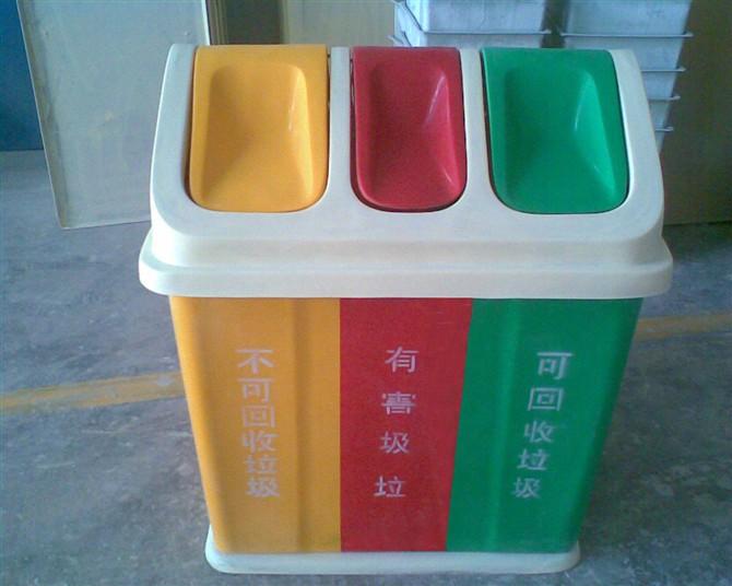 分类户外垃圾桶