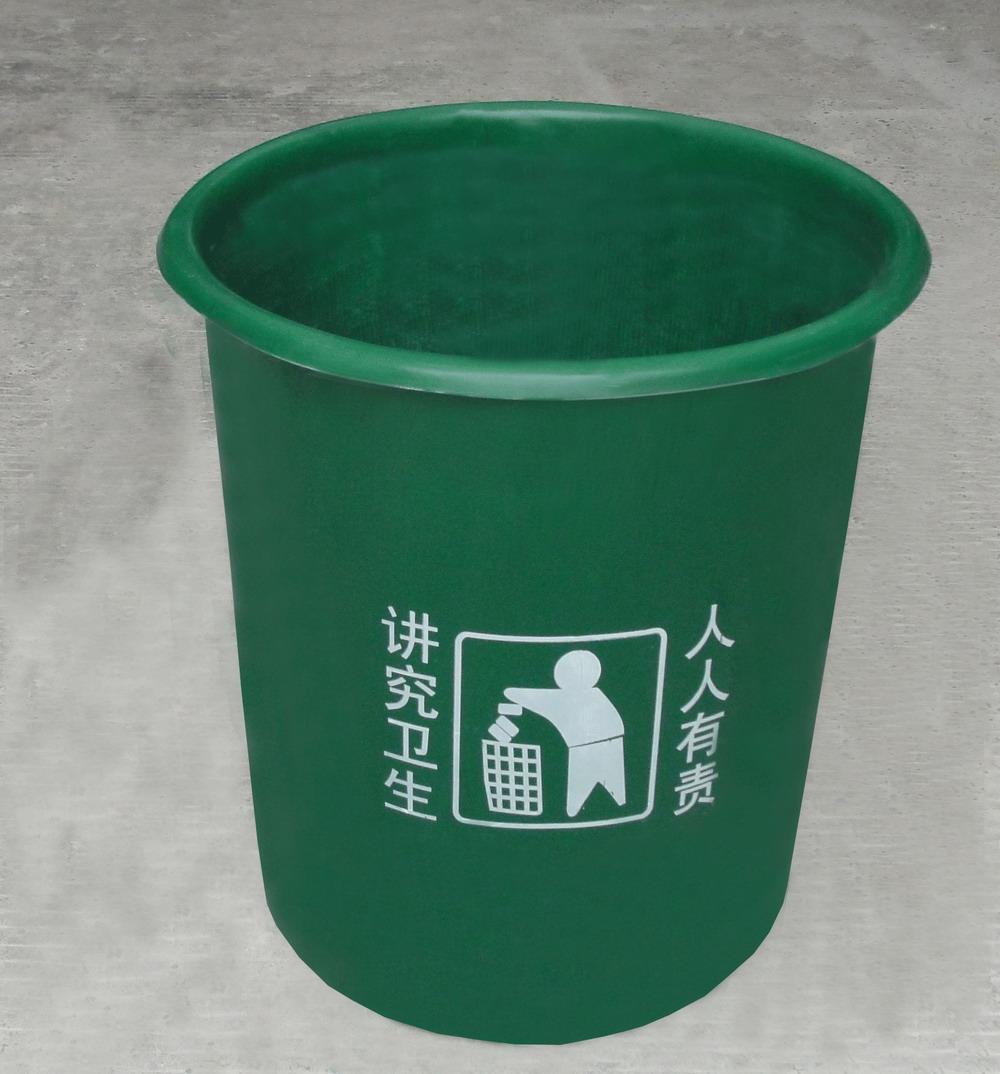 街道塑料垃圾桶
