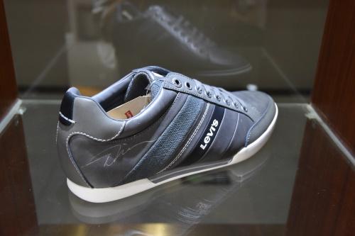 运动鞋人造皮革