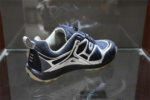 運動鞋皮革