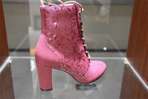 超�w鞋革