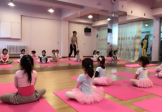 哈爾濱最大的舞蹈學校