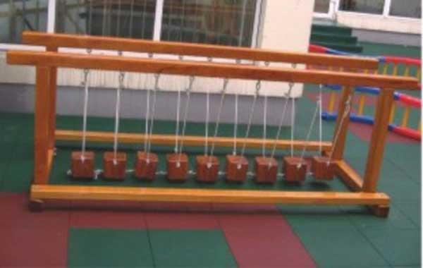 儿童木质荡桥