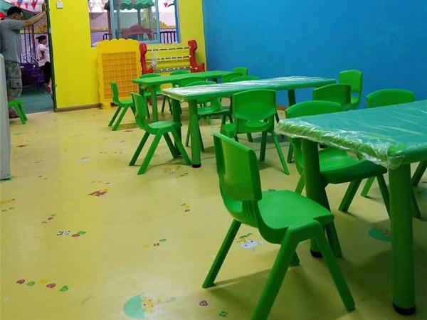 都匀幼儿园桌椅