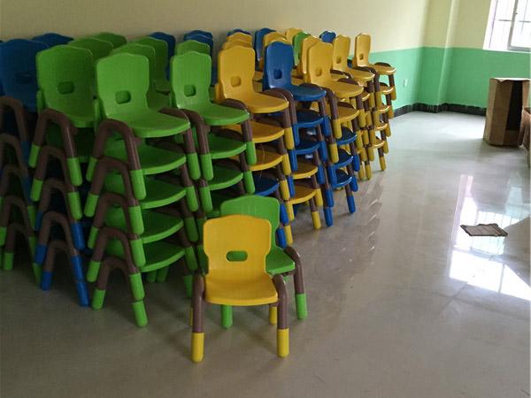凯里幼儿园桌椅