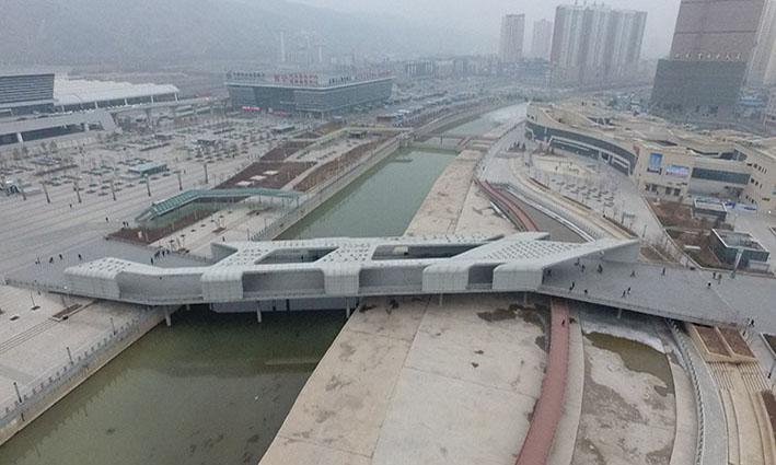 西宁火车站建国桥雨棚装饰工程