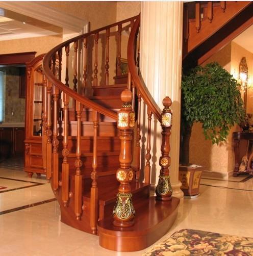 别墅实木楼梯